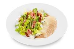 Salat von der Birne, vom Kopfsalat, vom Paprika, vom Pfeffer, vom Fleisch und vom Käse stockbild