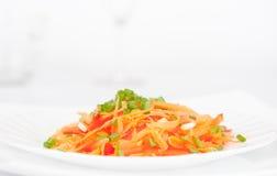 Salat von der Karotte lizenzfreie stockbilder