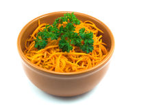 Salat von der Karotte in einem Saucer Stockbilder