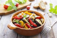 Salat von gebratenem Gemüse Stockfotos