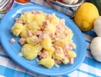 Salat von Kartoffeln lizenzfreie stockbilder