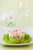 Salat von Krabbenstöcken und -mais Stockfotografie