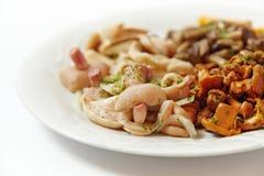 Salat von verschiedenen Arten von Pilzen, Abschluss oben Stockfoto