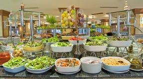 Salatbuffet in einer Luxushotelgaststätte Lizenzfreie Stockfotografie