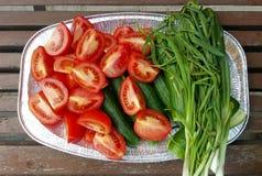 Salate, die für BBQ dienen lizenzfreie stockfotografie