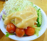 Salate mit Gemüsenahaufnahme lizenzfreie stockbilder
