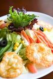 Salate mit Käse Stockbild