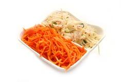 Salate vom Kohl und von den Karotten Stockfotos