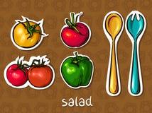 Salatset. Tomate, Pfeffer, Löffel und Gabel. Lizenzfreies Stockfoto