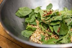 Salatvorbereitung Stockfoto