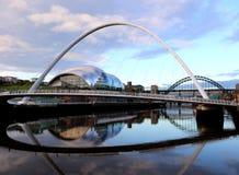 Salbei durch Jahrtausend-Brücke lizenzfreies stockbild