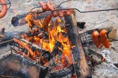 Salchicha asada en el fuego Fotografía de archivo libre de regalías