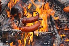 Salchicha asada en el fuego Imagen de archivo libre de regalías