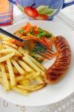 Salchicha con las patatas fritas Foto de archivo