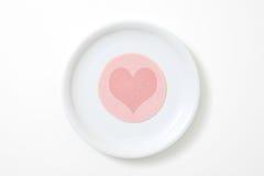 Salchicha cortada con el corazón Fotos de archivo libres de regalías