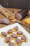 Salchicha de la carne de venado, jalapeno, queso, galletas Fotografía de archivo