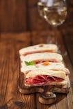 Salchicha del jamon de la carne y pan curados del ciabatta Imagen de archivo