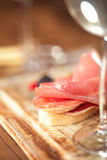 Salchicha del jamon de la carne y pan curados del ciabatta Foto de archivo