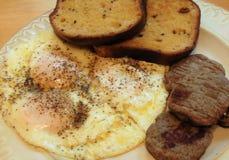 Salchicha, huevo, y desayuno de la tostada fotografía de archivo libre de regalías