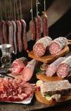 Salchicha y salami de bacon imagenes de archivo