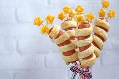 Salchichas adornadas para el Día de la Independencia Imagen de archivo libre de regalías
