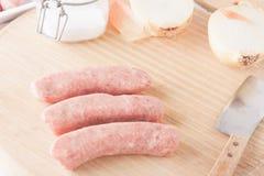 Salchichas crudas de la carne Foto de archivo libre de regalías