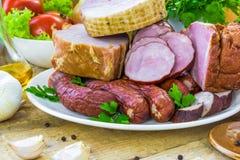 Salchichas de las carnes de variedad de la composición imagen de archivo libre de regalías