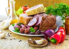 Salchichas de las carnes de variedad de la composición Imagen de archivo