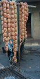 Salchichas sin procesar Comida de la calle en la ciudad de China Fotografía de archivo