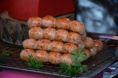 Salchichas tailandesas asadas a la parrilla fotografía de archivo libre de regalías
