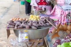 Salchichas tailandesas asadas a la parrilla Fotos de archivo libres de regalías