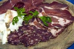 Salchichas y carne fumada Fotografía de archivo