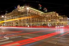 Salciccia Staatsoper alla notte fotografie stock