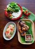 Sald tailandês da papaia com galinha da grade Foto de Stock