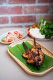 Sald tailandese della papaia con il pollo della griglia Immagini Stock Libere da Diritti