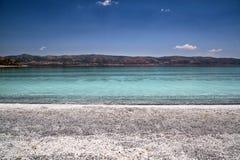 Salda sjö, vitstränder och turkosvatten Royaltyfria Foton