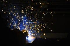 Saldatore, artigiano, erigente saldatore d'acciaio industriale d'acciaio tecnico in fabbrica tecnica, immagini stock