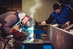 Saldatore industriale With Torch immagini stock