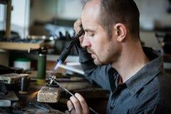 Saldatura dell'argento del gioielliere Fotografia Stock