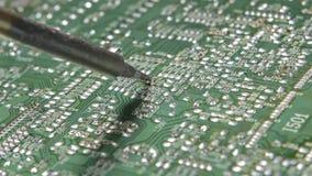 Saldatura dell'elettronico da saldatoio archivi video