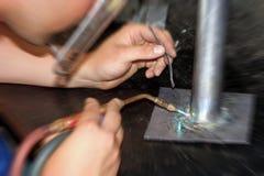 Saldatura dell'idraulico dell'apprendista Fotografia Stock Libera da Diritti