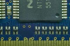 Saldatura di un microprocessore Immagini Stock Libere da Diritti
