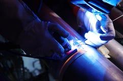 Saldatura di un tubo di titanio immagine stock