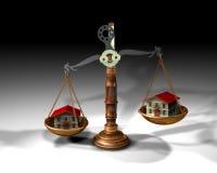 Saldo en huizen Royalty-vrije Stock Afbeeldingen