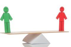 Saldo van twee gekleurde stuk speelgoed mensen Royalty-vrije Stock Afbeelding