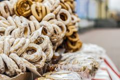 Sale av baglar, får i gatan royaltyfria bilder