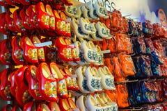 Sale av gåvor på flygplatsen Amsterdam Schiphol, Nederländerna Fotografering för Bildbyråer