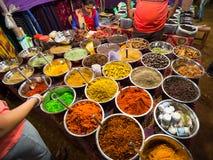 Sale av kryddor i marknaderna av Indien Royaltyfri Foto