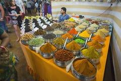Sale av kryddor i marknaderna av Indien Royaltyfri Fotografi