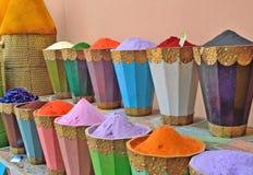 Sale av kryddor på marknaden i Marrakech i Marocko Royaltyfria Foton